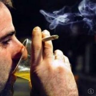 Alcohol and the electronic cigarette